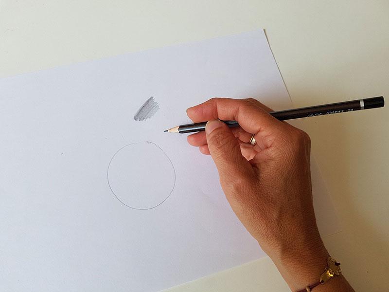 Tenir son crayon différement