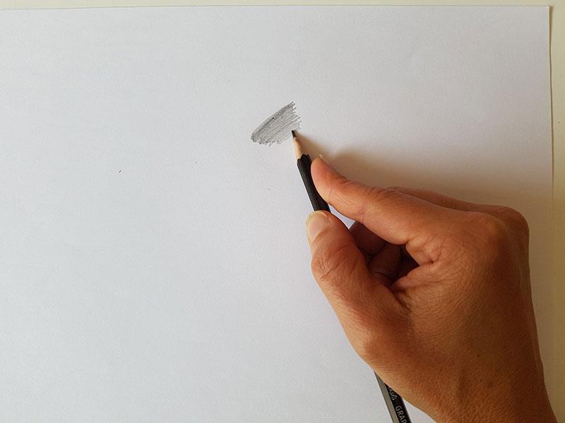Tenir son crayon par dessus